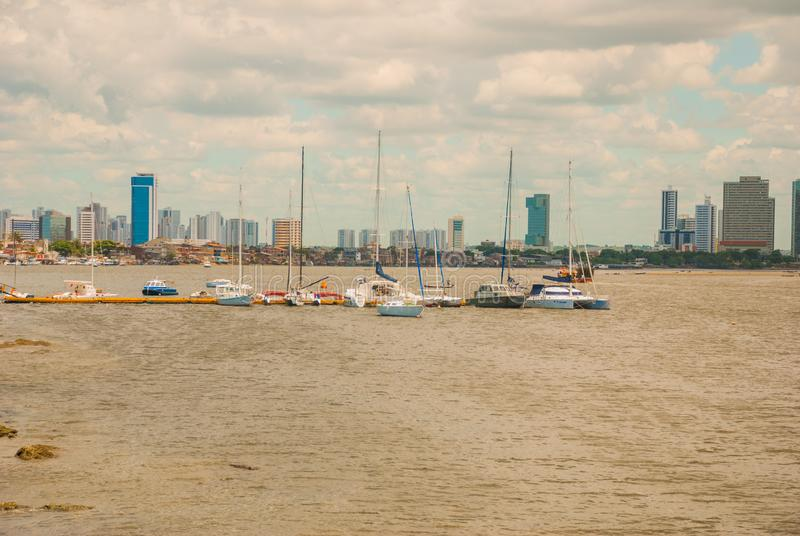 Linia horyzontu historyczny miasto Recife w Pernambuco, Brazylia Capibaribe rzeką Recife, Pernambuco, Brazylia fotografia stock