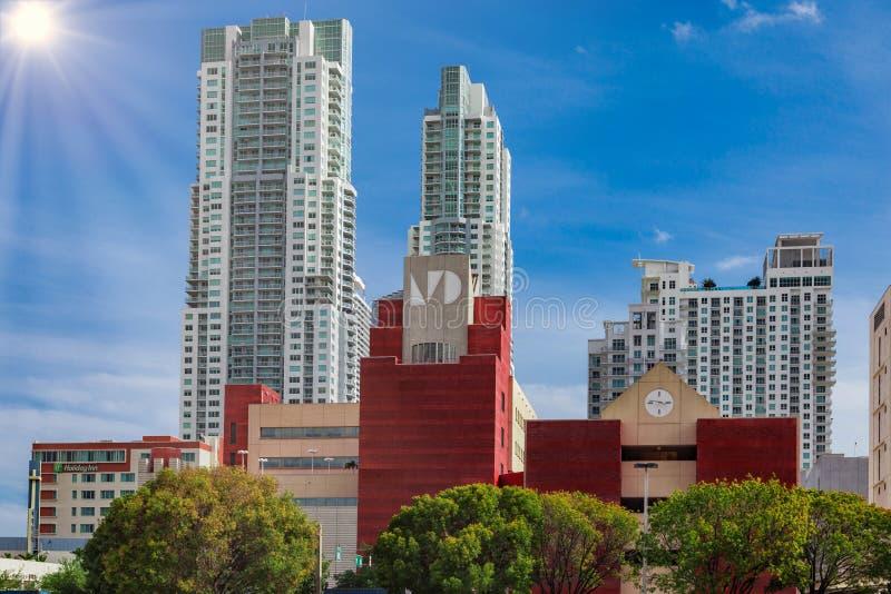 Linia horyzontu Holiday Inn hotel w Miami zdjęcie stock
