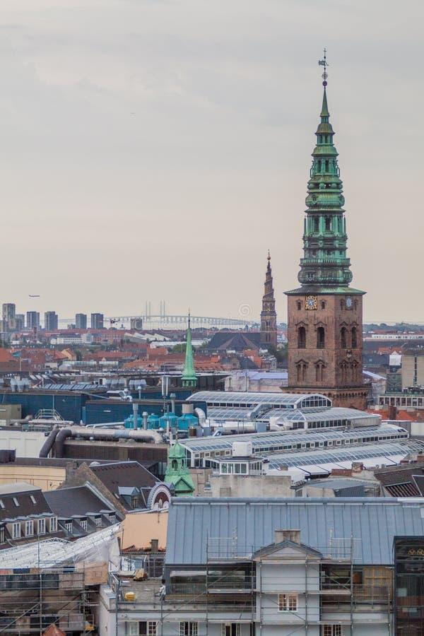 Linia horyzontu Kopenhaga, Dani Oresund most w backgroun fotografia royalty free
