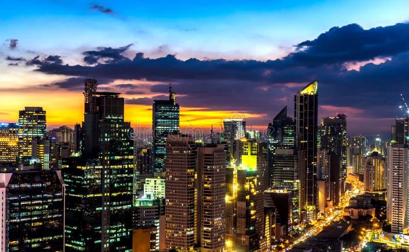 Linia horyzontu Manila podczas półmroku obraz stock