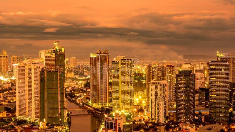 Linia horyzontu Manila przy półmrokiem fotografia stock