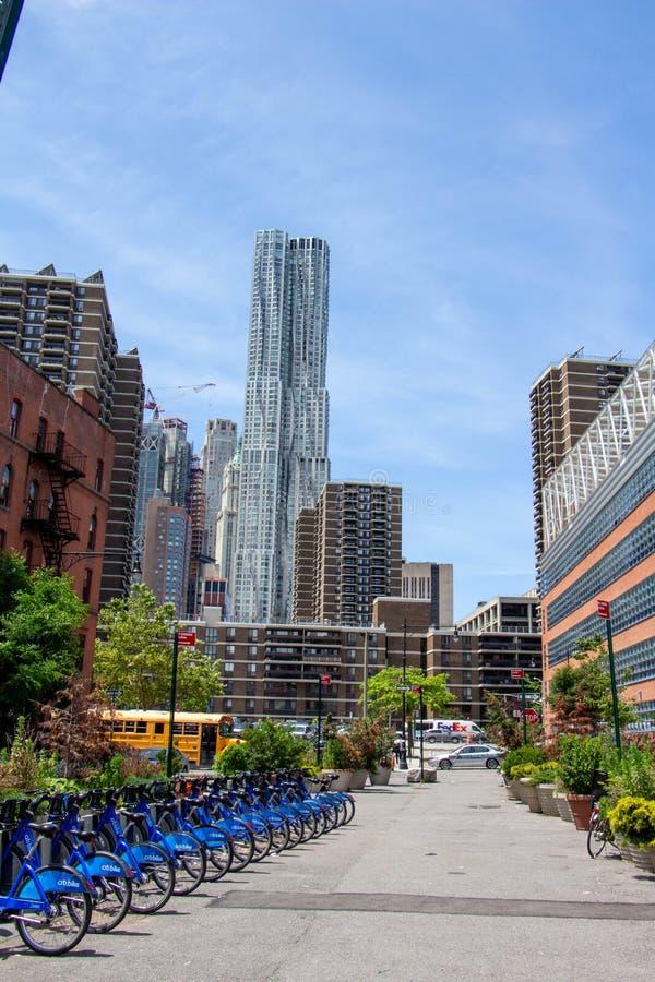 Linia horyzontu Newyork z bicicle zdjęcia royalty free