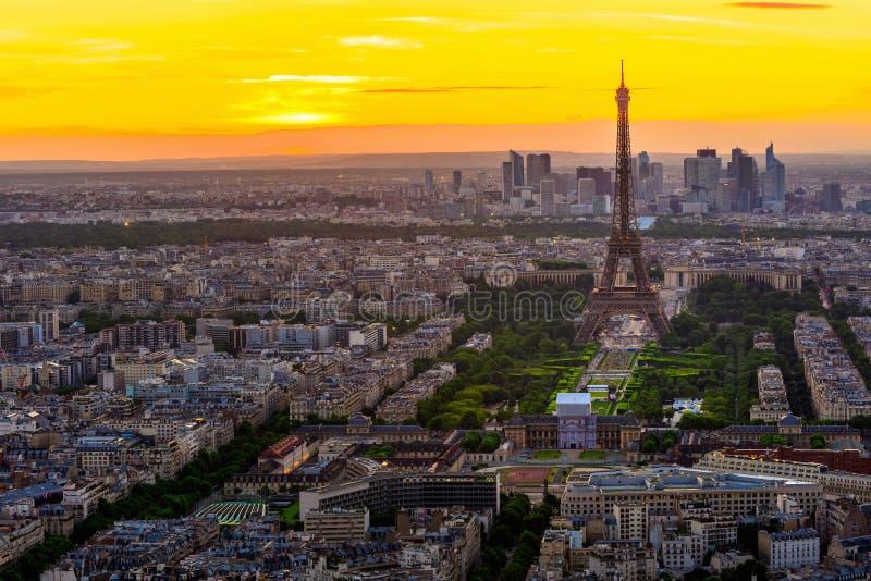 Linia horyzontu Paryż z wieżą eifla przy zmierzchem w Paryż fotografia royalty free