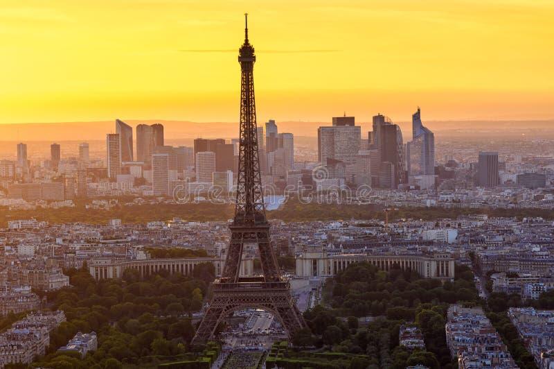 Linia horyzontu Paryż z wieżą eifla przy zmierzchem w Paryż obrazy stock