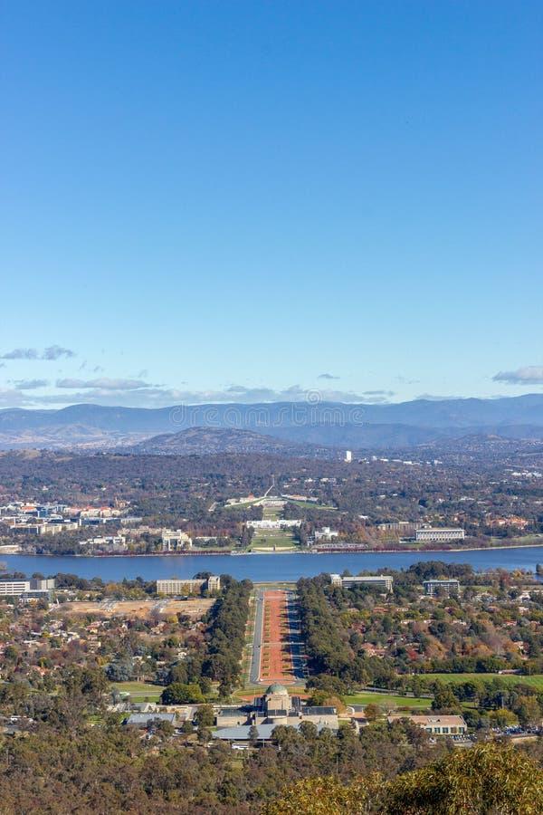 Linia horyzontu przy góry Ainslie punktem obserwacyjnym w Canberra, Australia zdjęcia stock