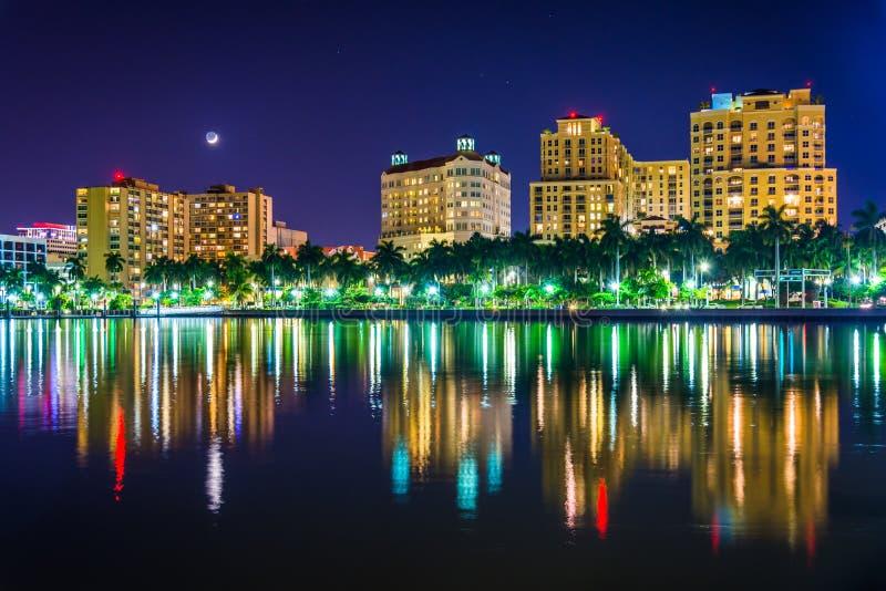 Linia horyzontu przy nocą w Zachodni palm beach, Floryda zdjęcia stock
