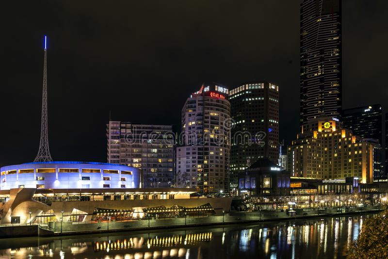 Linia horyzontu rzecznym yarra przy nocą środkowy Melbourne CBD Australia zdjęcie royalty free