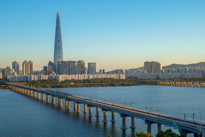 Linia horyzontu Seoul Han rzeką w południowym Korea zdjęcia royalty free