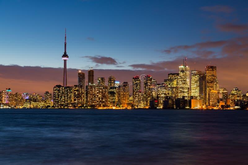 Linia horyzontu Toronto przy nocą po półmroku fotografia stock