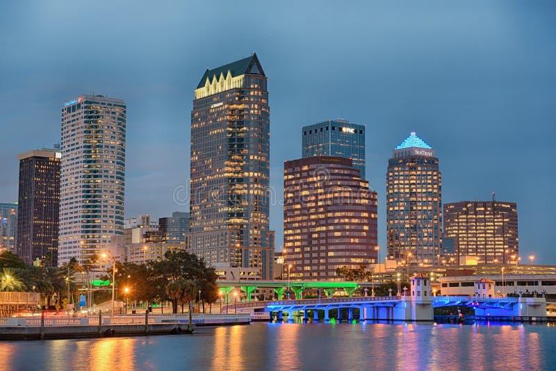 Linia horyzontu w centrum Tampa, Floryda, przy zmierzchem fotografia royalty free