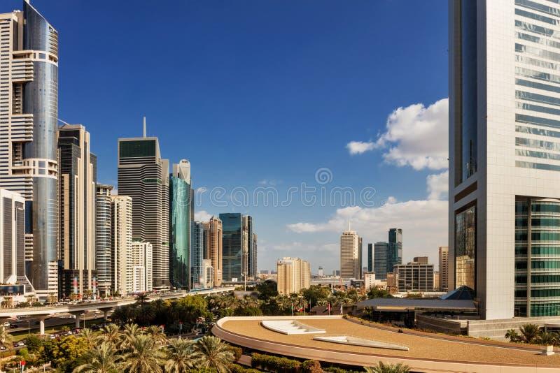 Linia horyzontu widok budynki na Sheikh Zayed drodze w Dubaj, UAE obrazy royalty free