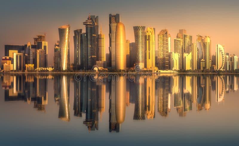 Linia horyzontu zachodu Doha i zatoki śródmieście, Katar zdjęcie royalty free