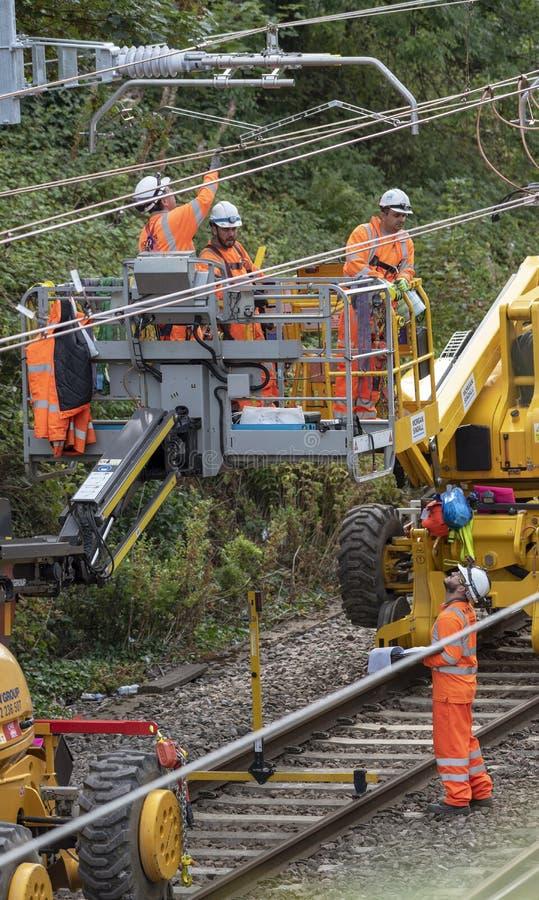 Linia kolejowa elektryczni pracownicy obraz stock