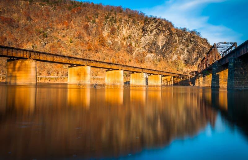 Linia kolejowa mosty nad Potomac rzeką w harfiarza promu, Zachodnim obraz stock