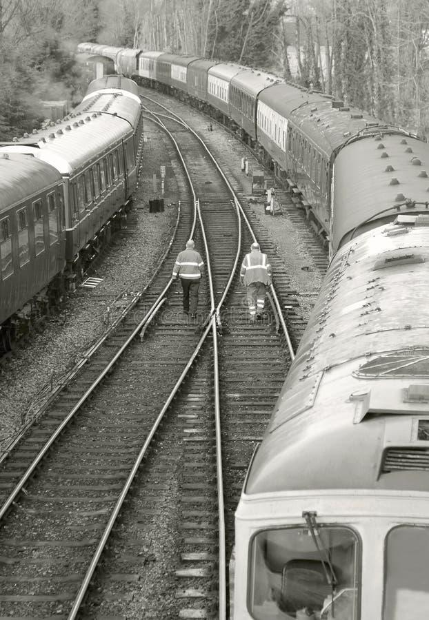 linia kolejowa pracownicy obrazy royalty free
