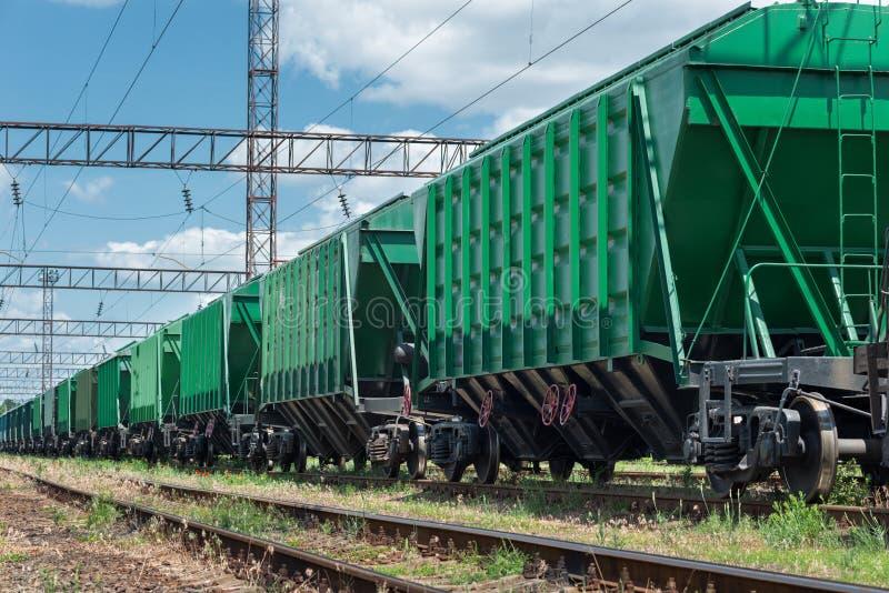 Linia kolejowa samochód dla suchego ładunku obraz royalty free