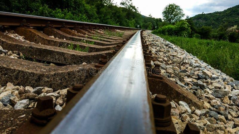 Linia kolejowa w dolinnym zakończeniu up zdjęcia stock