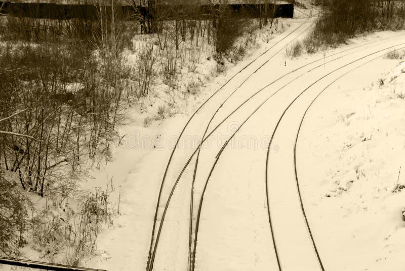 Linia kolejowa w zimie pod śniegiem Żadny pociąg obraz stock