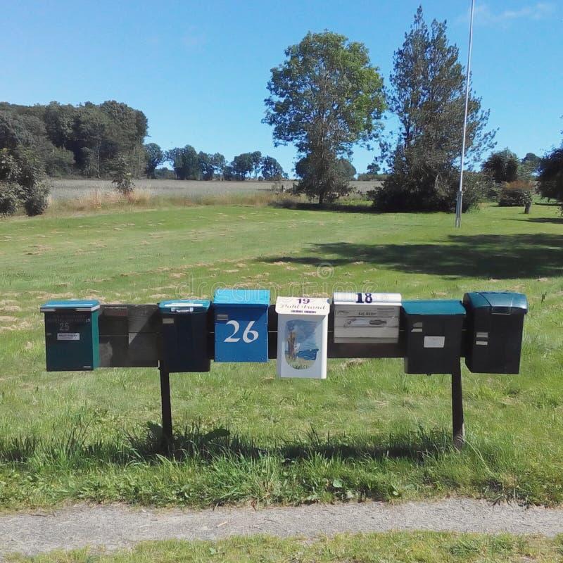 Linia skrzynki pocztowa w wsi Szwecja obraz royalty free