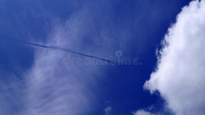 Linia w chmurach fotografia stock