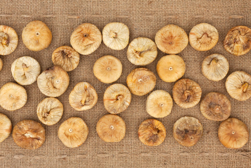 Linia, wysuszone figi i burlap, zdjęcie stock