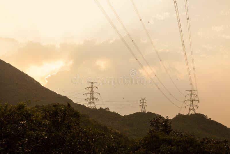 Linie energetyczne w Hong kong tylnym kraju obrazy stock