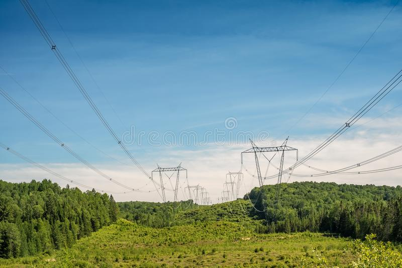 Linie energetyczne w Laurentians zdjęcie royalty free