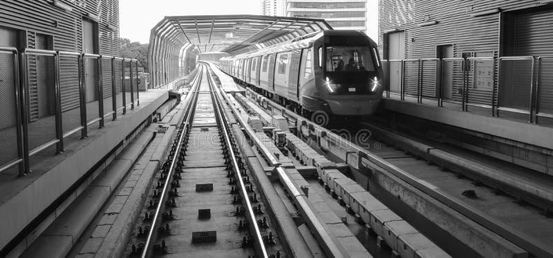 Linie MRT Sungai Buloh- Kajang - schnelle Massendurchfahrt in Malaysia lizenzfreie stockfotos