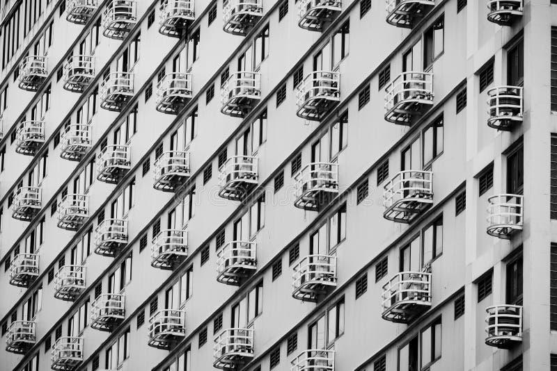 Linie Muster der Architektur geometrisch Details des Balkongebäudes Moderne Wand Polygonale Struktur Schwarzweiss von der Zusamme lizenzfreie stockfotografie