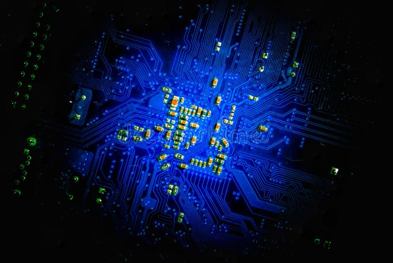Linie Stromkreis an Bord elektronisch für Hintergrundtechnologiekonzept lizenzfreie stockbilder