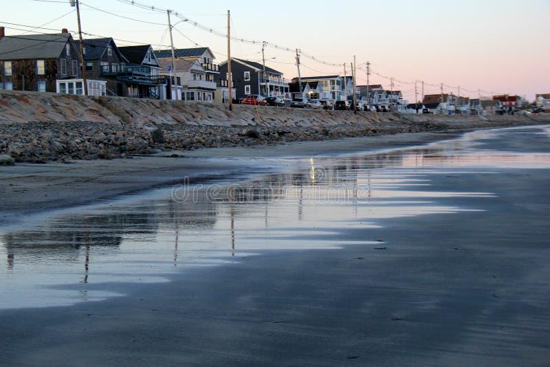 Linie von Häusern und von Geschäften entlang dem Ufer, York-Strand, Maine, 2018 stockfoto
