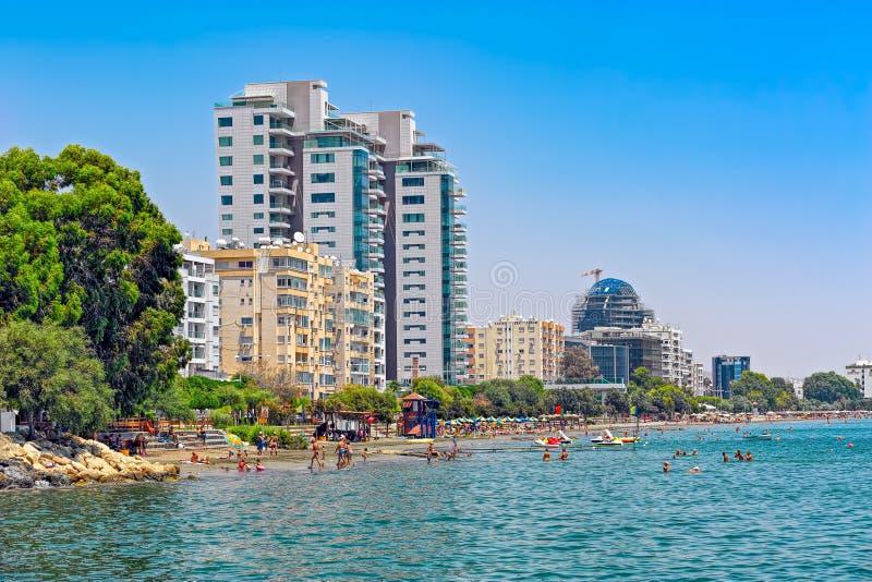 Linii brzegowej i plaży widok w Limassol, Cypr fotografia royalty free