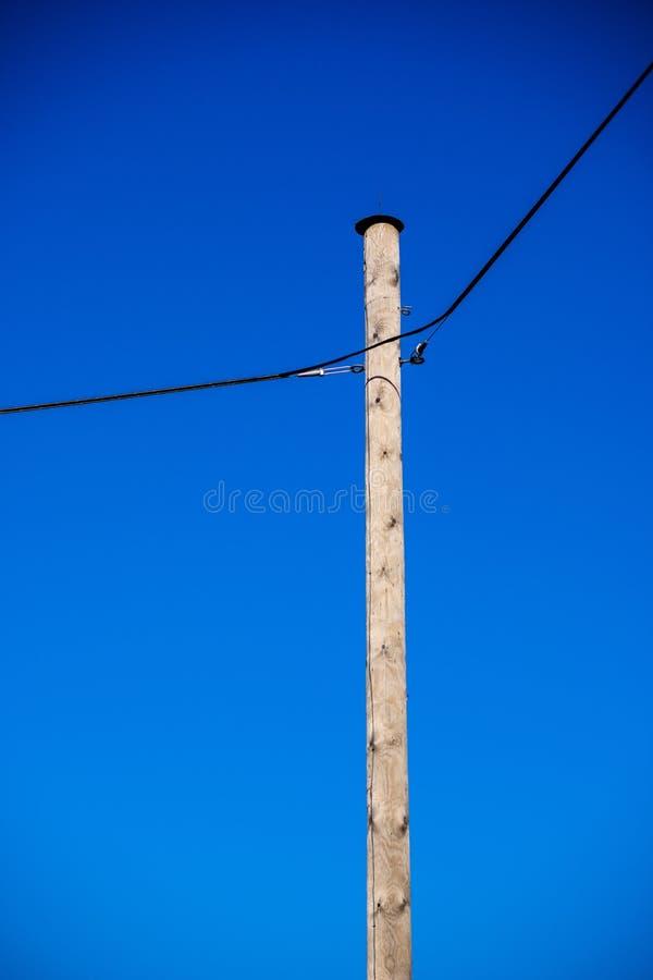 linii energetycznej elektryczności słupy w kraju obraz royalty free