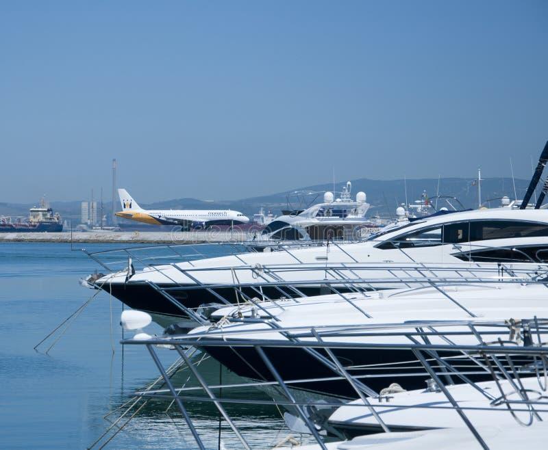 linii lotniczej Gibraltar monarcha z zabranie zdjęcia stock