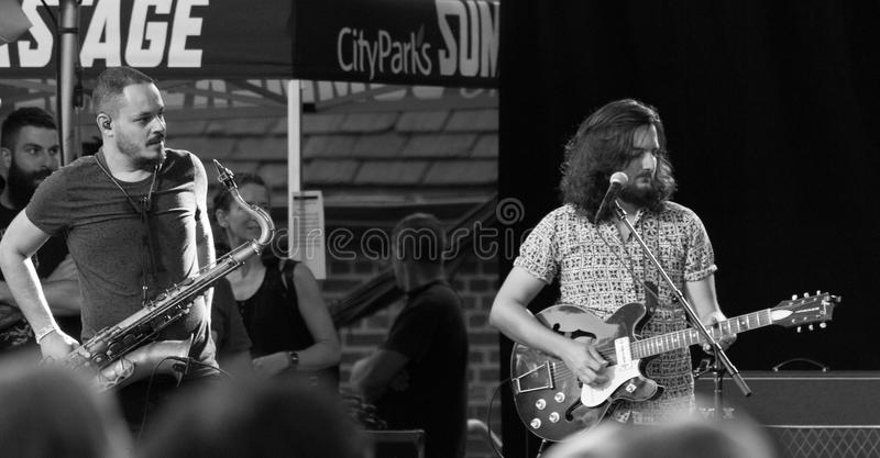 Liniker e OS Caramelows in New York Citty's SummerStage - August 2017 stockfotografie