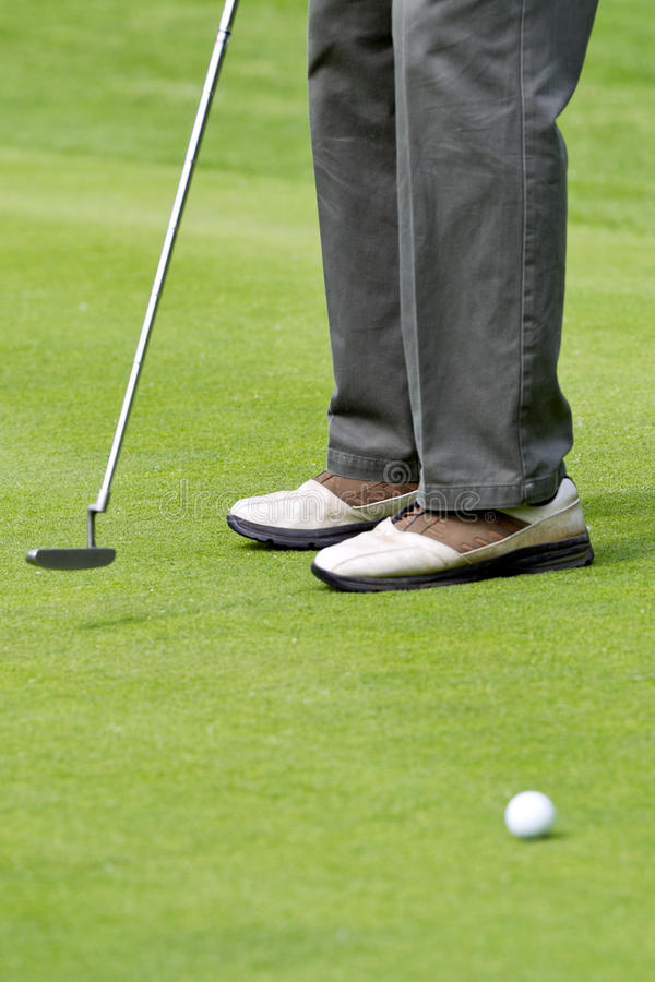 Lining Up A Putt Royalty Free Stock Images