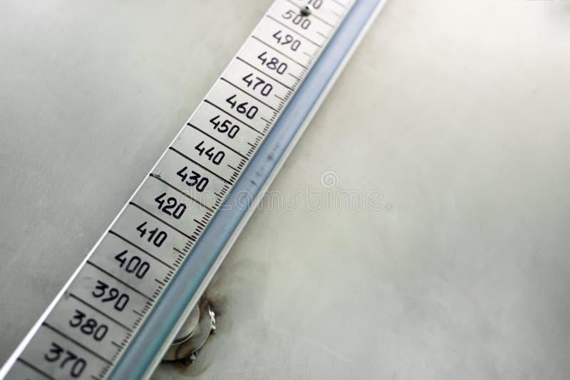 Linjär skala med handskrivna diagram arkivfoton