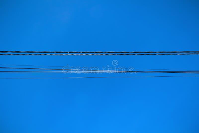 Linje av elektriska tr?dar royaltyfria bilder