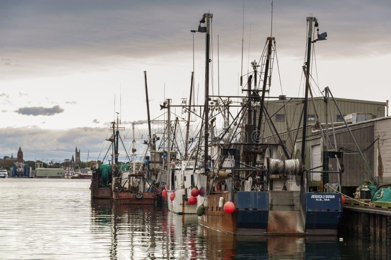 Linje av fartyg längs hamnplatsen för Homer ` s royaltyfri fotografi