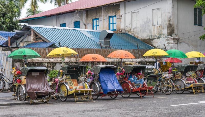 Linje av Rickshaws i Georgtown arkivfoton