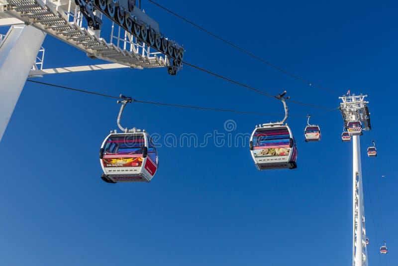 Linje för luft för emirater för Themsenkabelbil royaltyfri foto