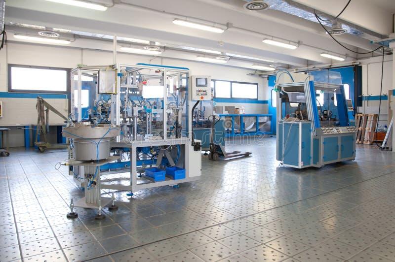 linje maskin för fabrik för automationbyggnad e arkivfoton