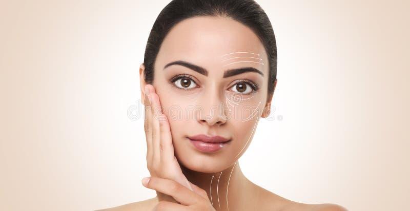 Linjer för framsidan som drar upp konturerna av med makeup på modeller, vänder mot arkivfoton