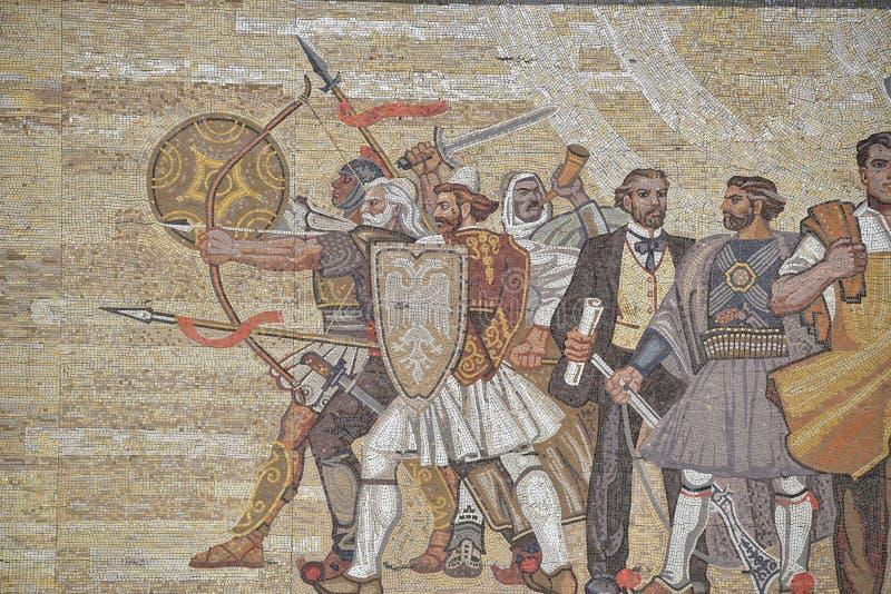 Linke Seitenansicht über dem Außenmosaik des nationalen Geschichtsmuseums, Tirana, Albanien stockbild