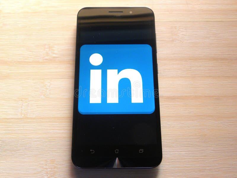 Linkedin на smartphone стоковое изображение rf