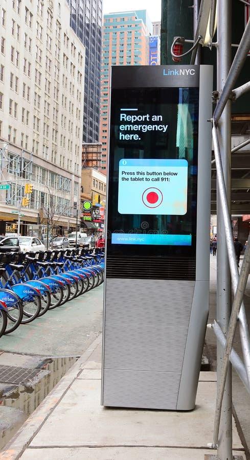 LinkNYC kiosk royaltyfri foto