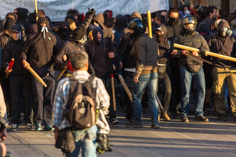 Linksgerichtet und Anarchist gruppiert das Suchen der Aufhebung der neuen Hochsicherheitsgefängnisse, zusammengestoßen mit Bereit stockfotografie