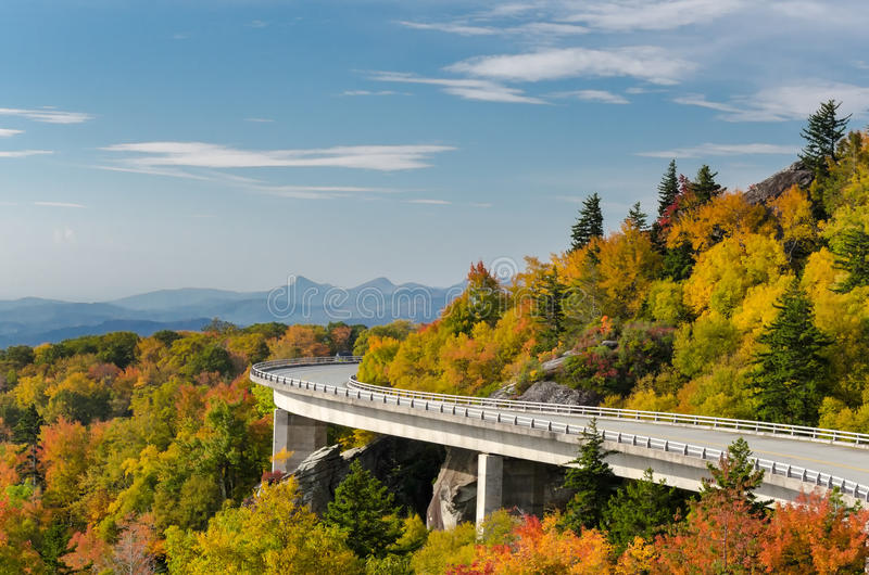 Linn Cove Viaduct in autunno immagine stock