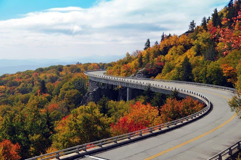 Linn Cove Viaduct im Herbst stockfotos
