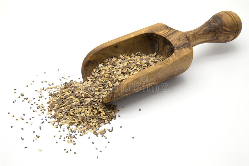 Lino, chia e semi di sesamo in mestolo di legno fotografia stock
